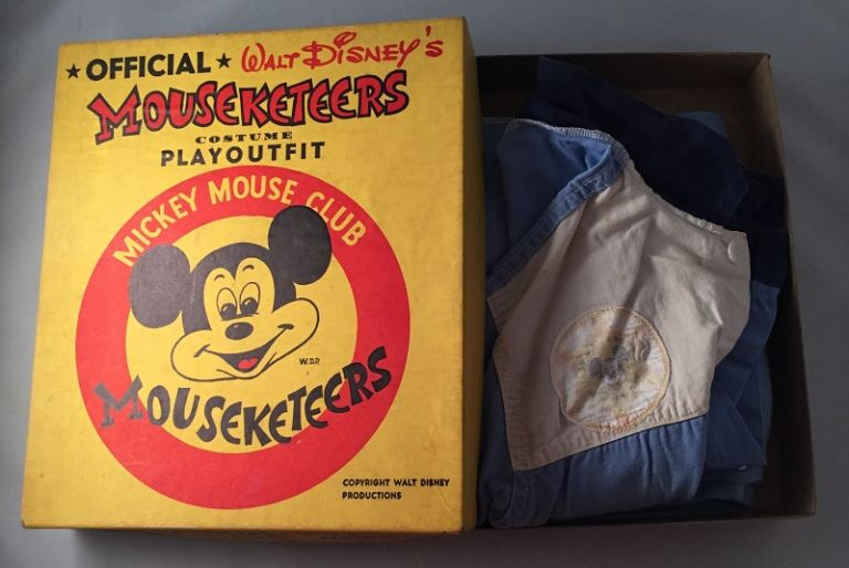 Official Walt Disney's MOUSEKETEERS Costume Playoutfit (IN ORIGINAL BOX). Disneyana, Walt DISNEY.