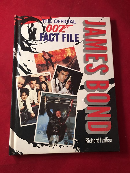 The Official 007 Face File (License to Kill Merchandising Edition). Richard HOLLISS.