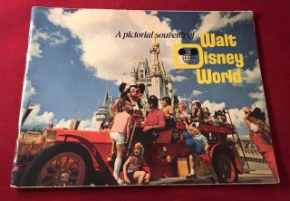 Original 1975 Walt Disney World Pictorial Souvenir. Walt DISNEY, et all